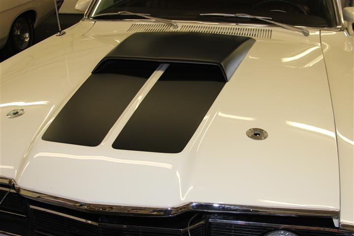 The hood stripes run inside the scoop edges.