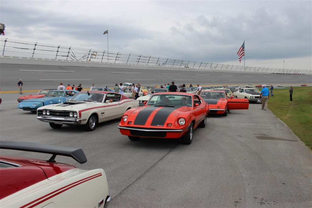 Can you imagine a 1970 Spoiler II prototype and TWO King Cobras together on the track at Talladega?