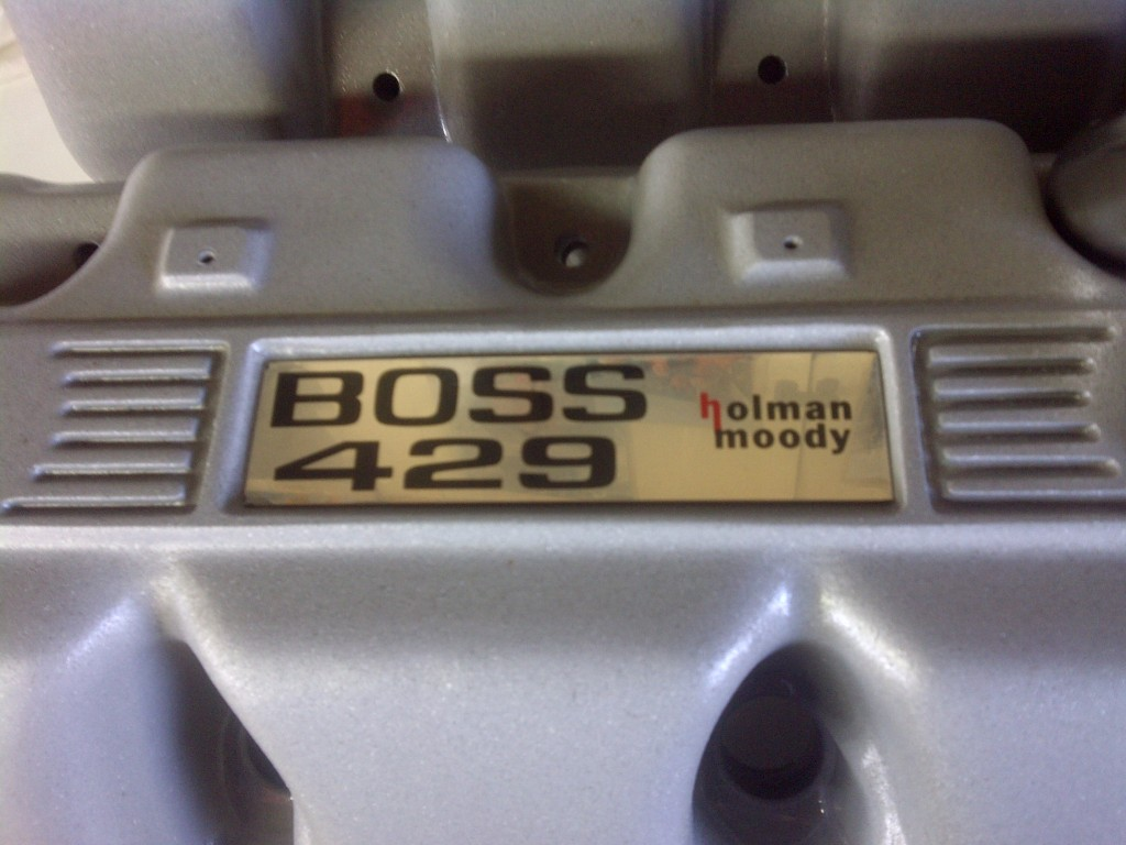 Boss-429-Holman-Moody-Plaques-on-Valve-Covers